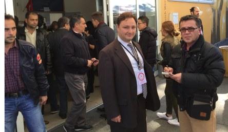 Essen Başkonsolosluğu, Başkonsolos Yardımcısı Ahmet Davaz, gazeteci Cevdet Albay'ın seçimlerle ilgili sorularını yanıtladı.